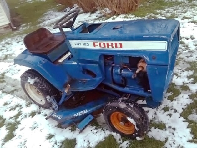 041116 Barn Finds - 19xx Ford LGT 120 - 1