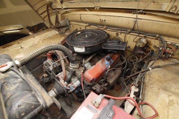 Dodge 318 V8