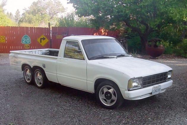 091316-barn-finds-1980-toyota-pickup-1