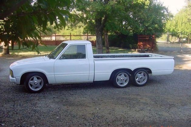 091316-barn-finds-1980-toyota-pickup-3