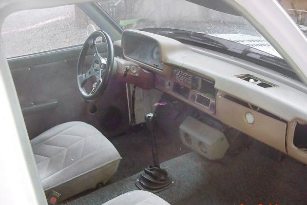 091316-barn-finds-1980-toyota-pickup-4