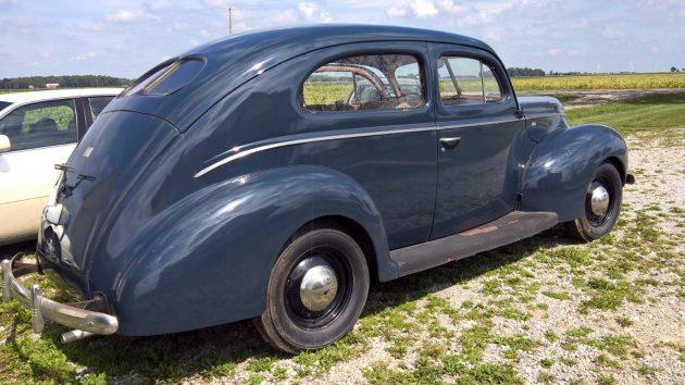 1940-ford-2-door-sedan