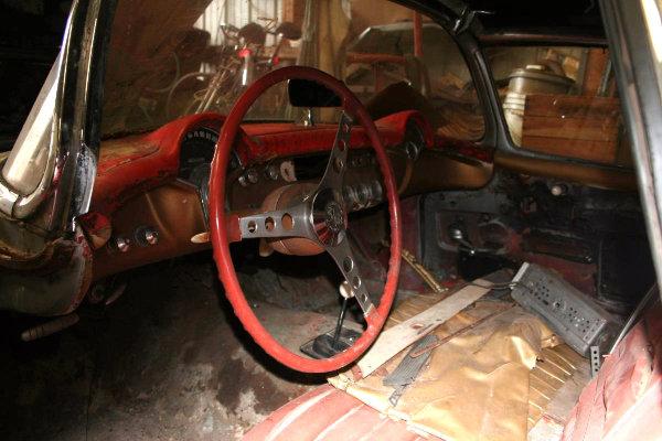 1957-corvette-fuelie-interior