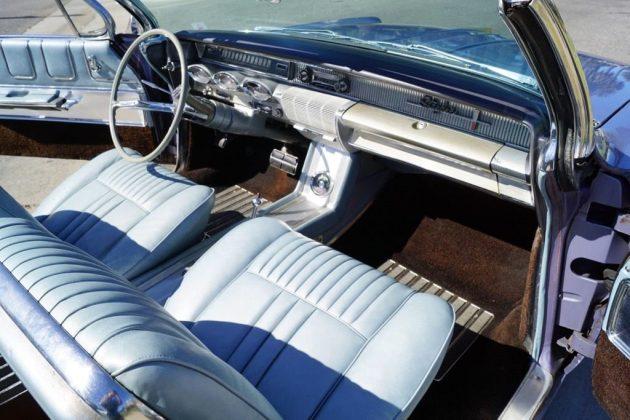 1961-oldsmobile-starfire-interior