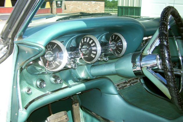 1962-thunderbird-interior