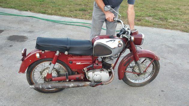 120116-barn-finds-1962-kawasaki-b2-1