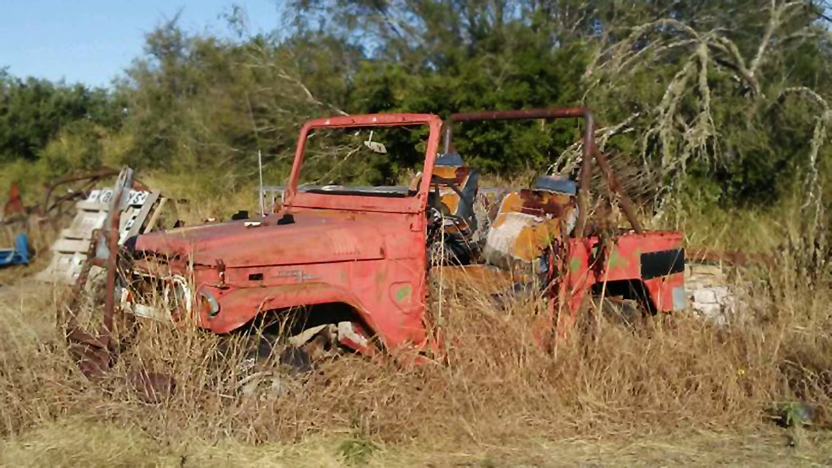 1971 Toyota Land Cruiser FJ40 - Barn Finds