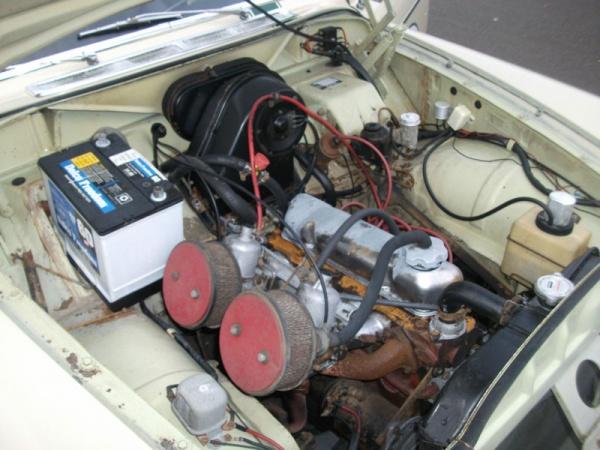 amazon-in-the-barn-1966-volvo-122s-engine