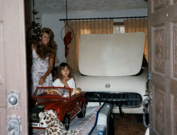 entombed-1954-corvette-in-the-livingroom