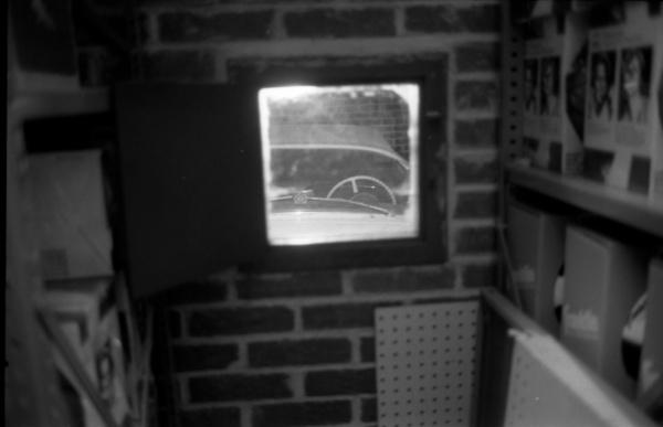 entombed-1954-corvette-through-porthole