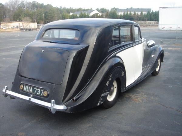 farm-rolls-1949-rolls-royce-silver-wraith-rear-corner