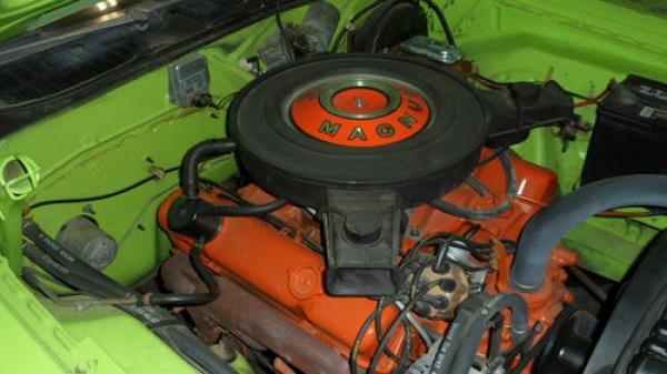 surivor-1970-dodge-challenger-383-engine